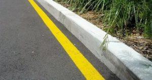 Желтая сплошная линия разметки на обочине