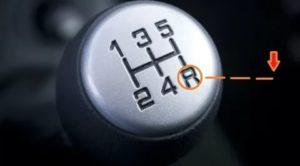 Как на механике включать заднюю передачу
