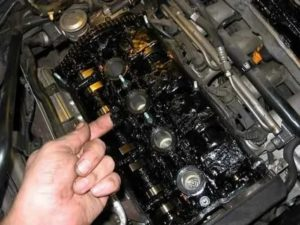 Сколько менять масло в машине по времени
