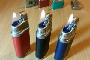 Со скольки лет продают зажигалки в россии